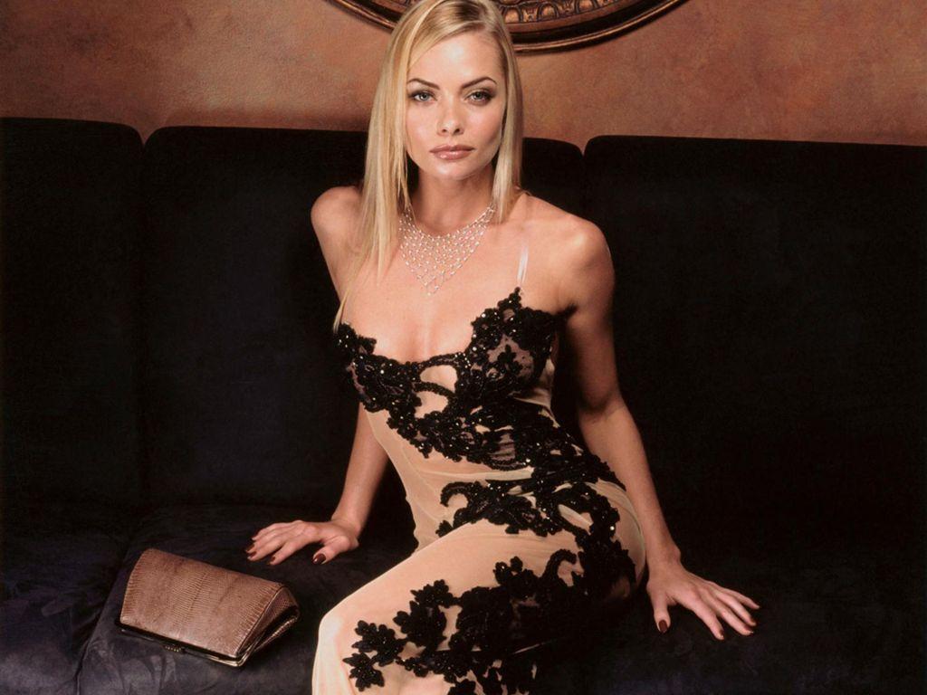 Девушки блондинки в вечерних платьях