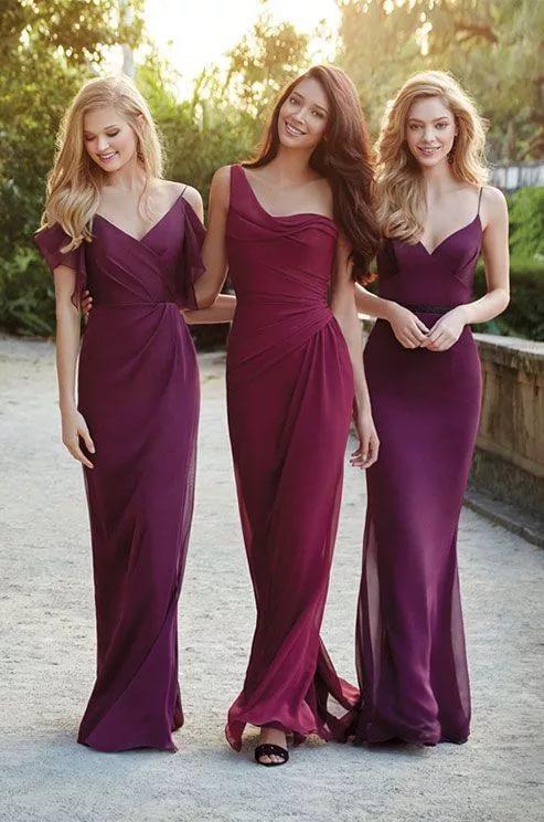 Фото красивые подружки без трусов под платьями