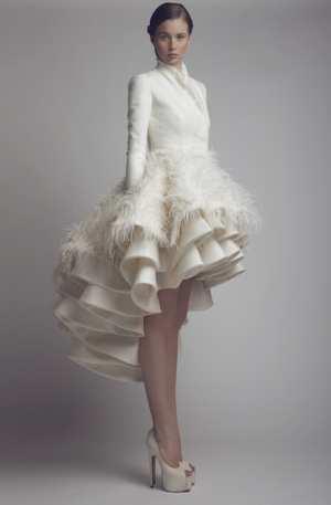 Свадебные и вечерние платья с перьями и бахромой Фото и советы: Как стать самой красивой!